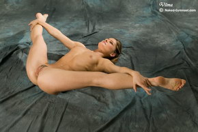nude flexible gymnists