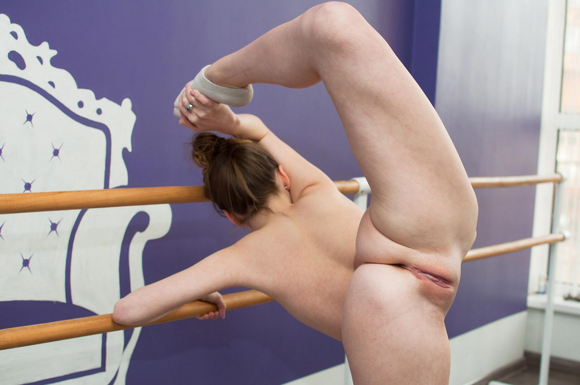 Naked ballet: flexible videos and photos with nude ballerinas